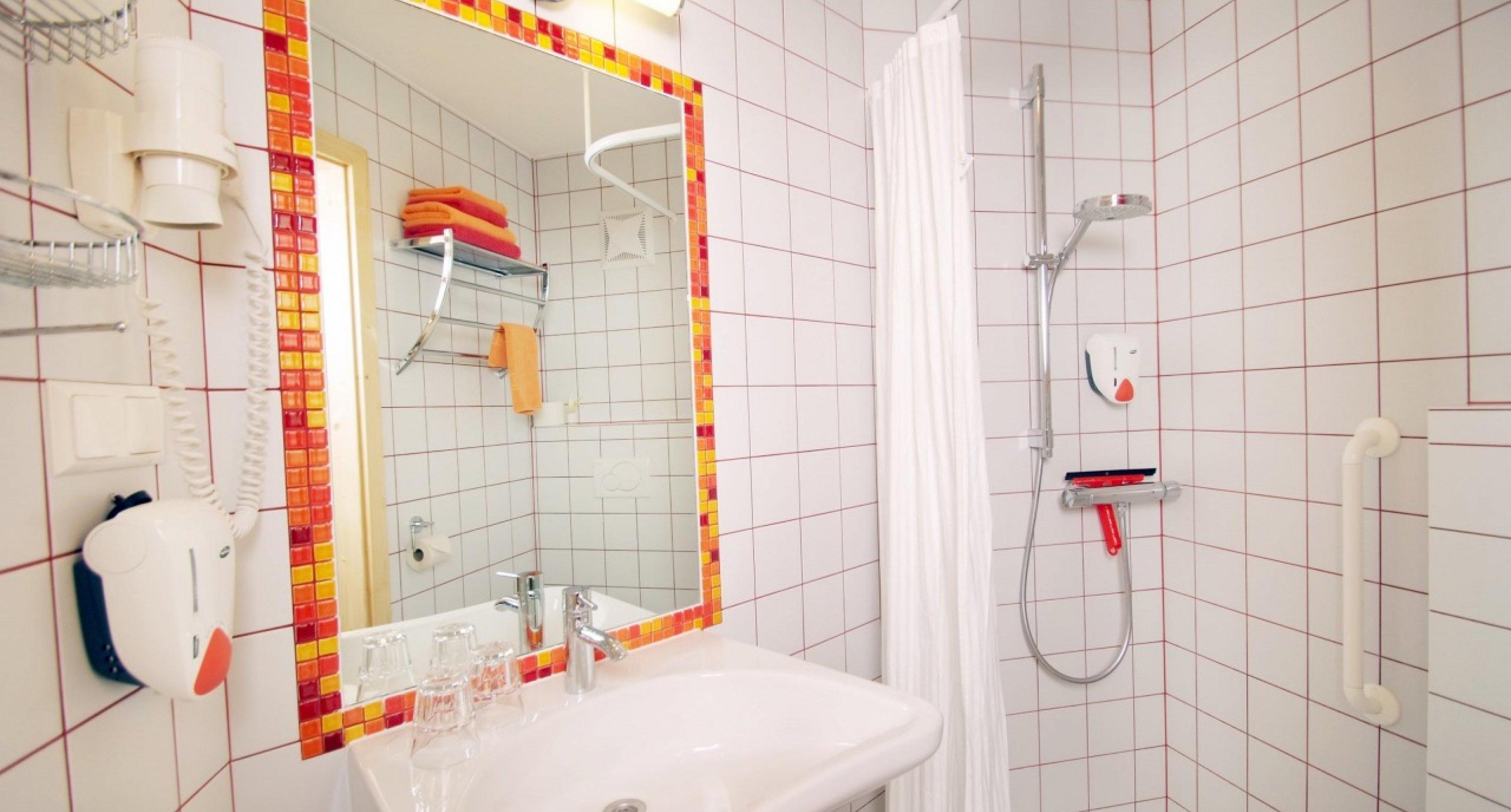 barrierefreie Badezimmer in beiden Wohnungen